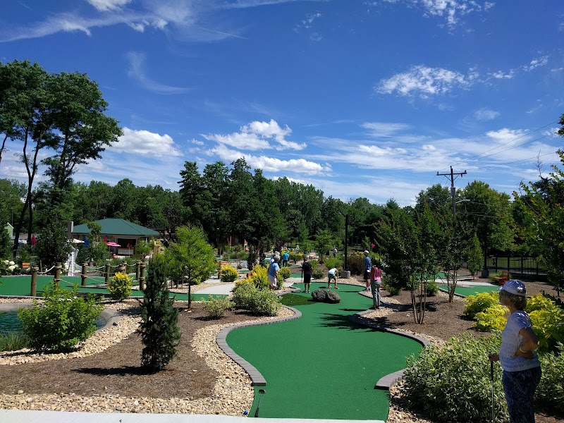 Bridgewater Mini-Golf at Sandy Bottom Park의 사진